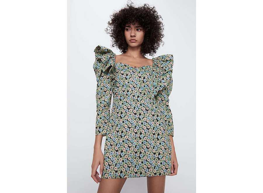 Vestido mini y estampado floral con volantes en los hombros y las mangas de Zara