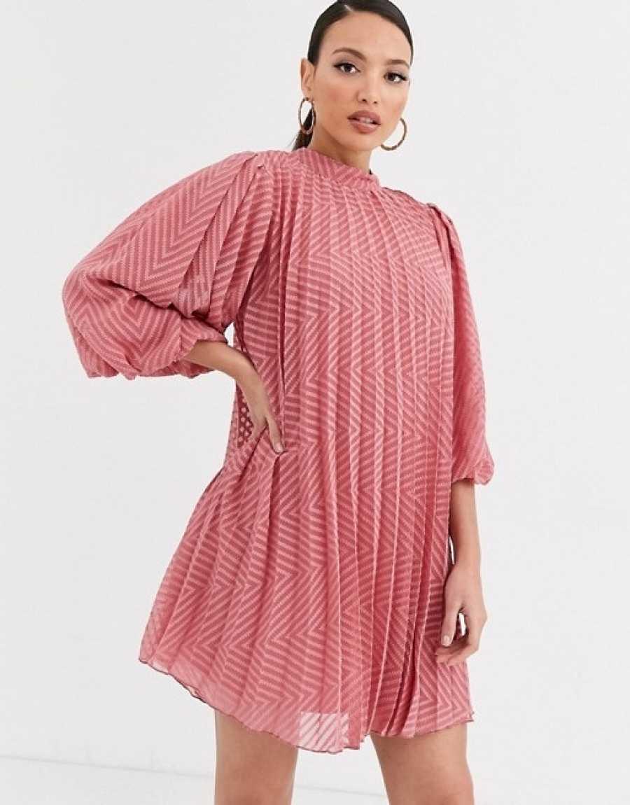 Vestido plisado de corte mini