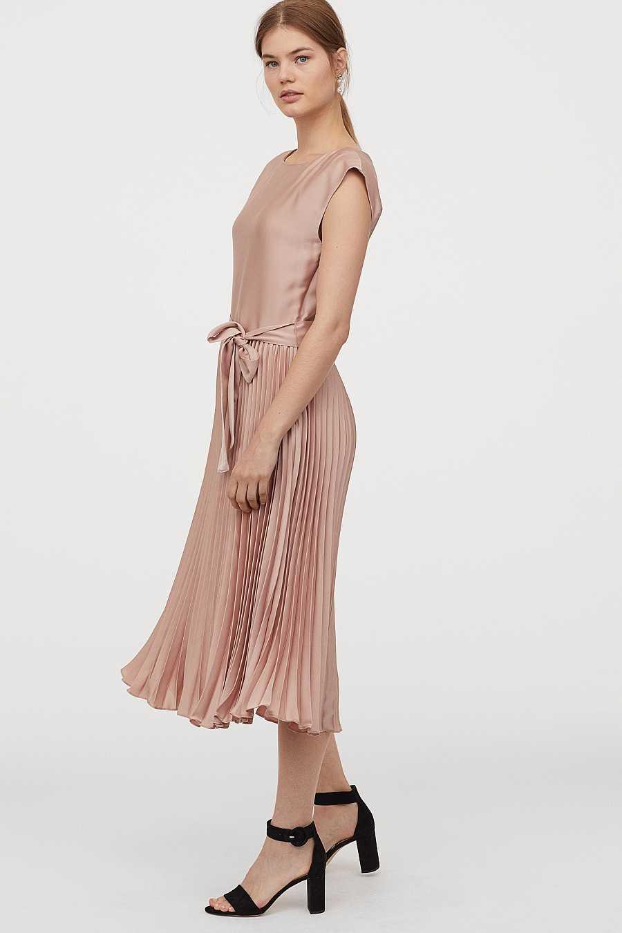 Vestido plisado con efecto dos piezas y en tonos crudos