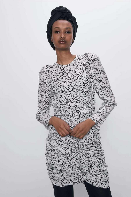 Vestido fruncido con manga abullonada
