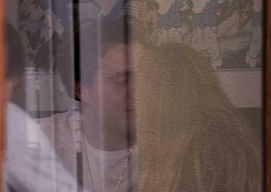 Brooklyn Beckham besa a su novia Nicola Peltz