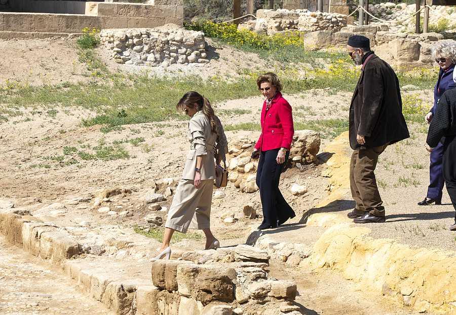 Rania de Jordania y la Reina Sonia de Noruega visitan las ruinas de Al Maghtas