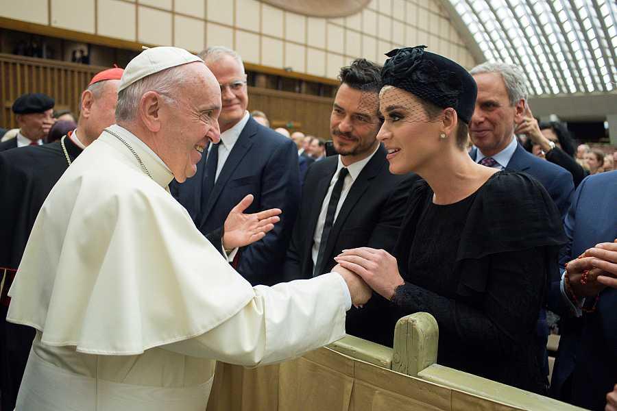 Katy Perry, Orlando Bloom y el Papa Francisco.