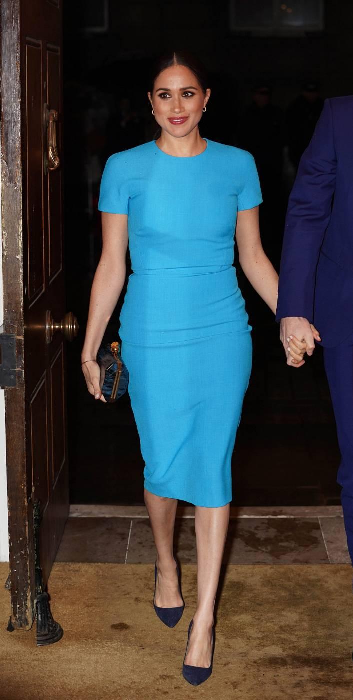 Meghan Markle con un vestido de Victoria Beckham
