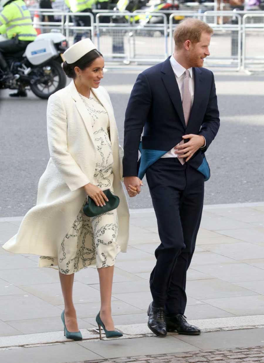 Meghan Markle embarazada y vestida de Victoria Beckham