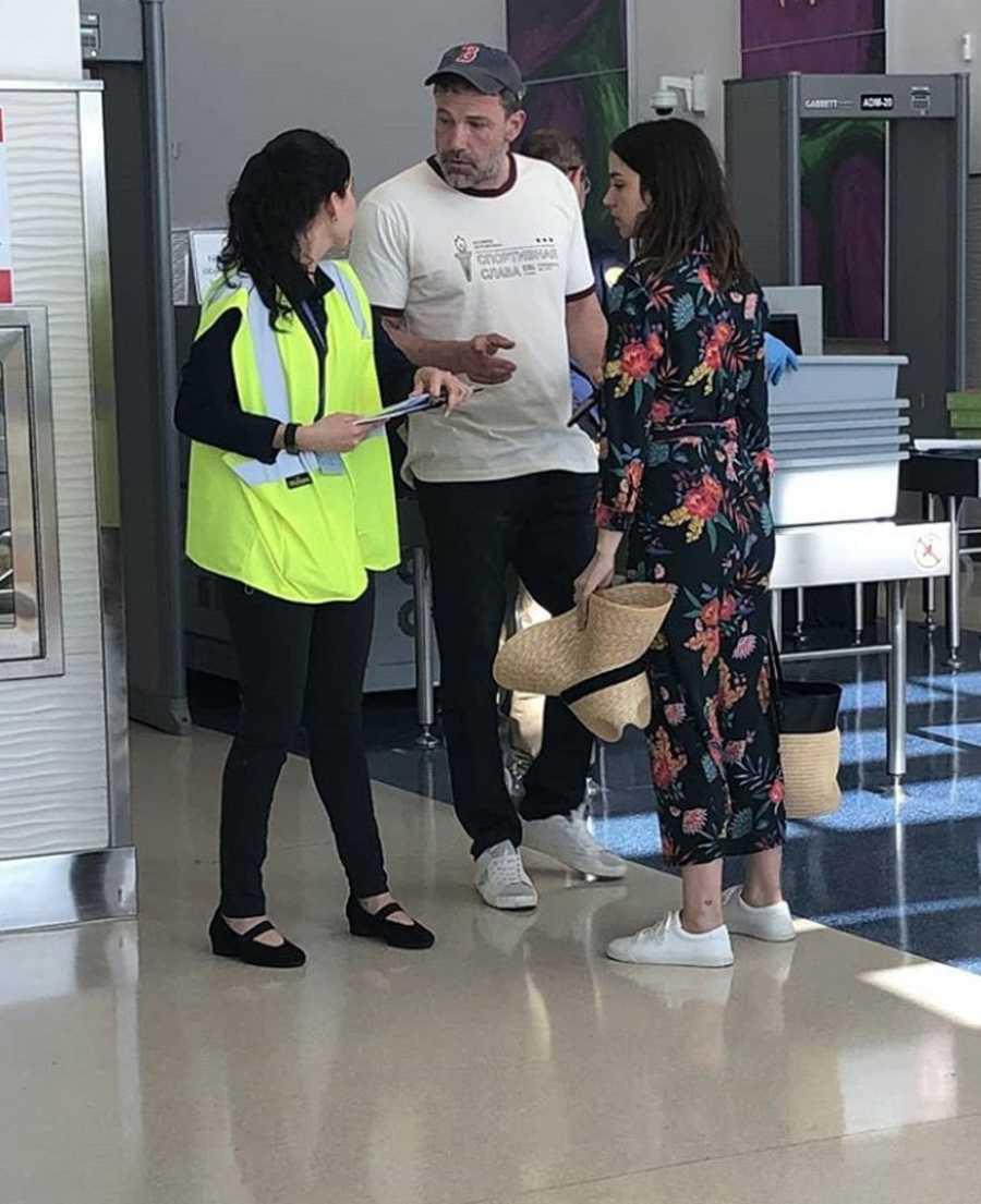 Ben Affleck y Ana de Armas en el aeropuerto de La Habana