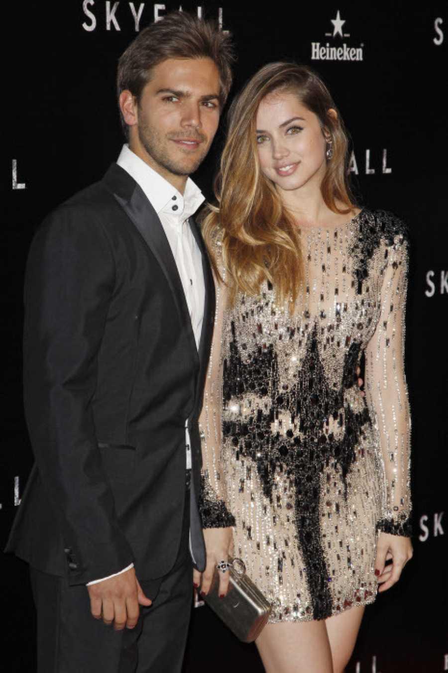 Marc Clotet y Ana de Armas en el estreno de la película de James Bond 'Skyfall'