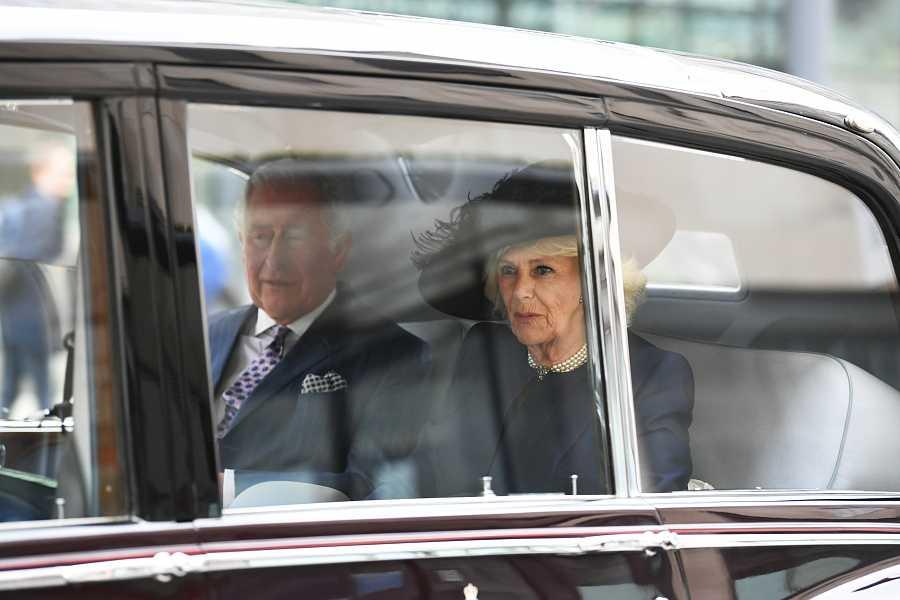 El príncipe Carlos ha llegado acompañado de la duquesa de Cornualles en su llegada a Westminster
