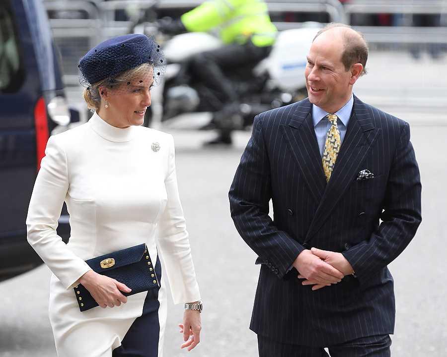 Sophie, condesa de Wessex y el príncipe Eduardo en su llegada a los actos de la Commonwealth
