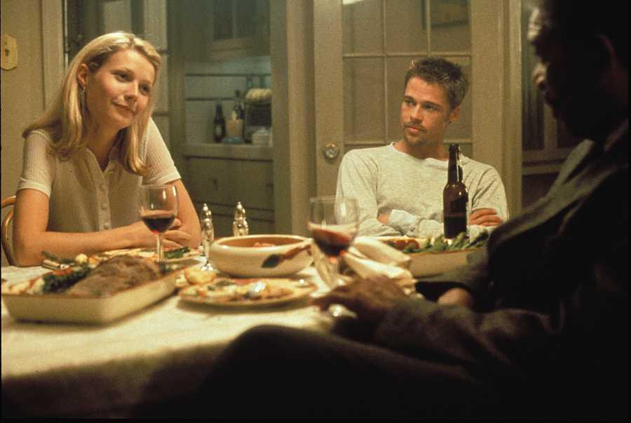 Gwyneth Paltrow, Brad Pitt con Morgan Freeman en la película Seven