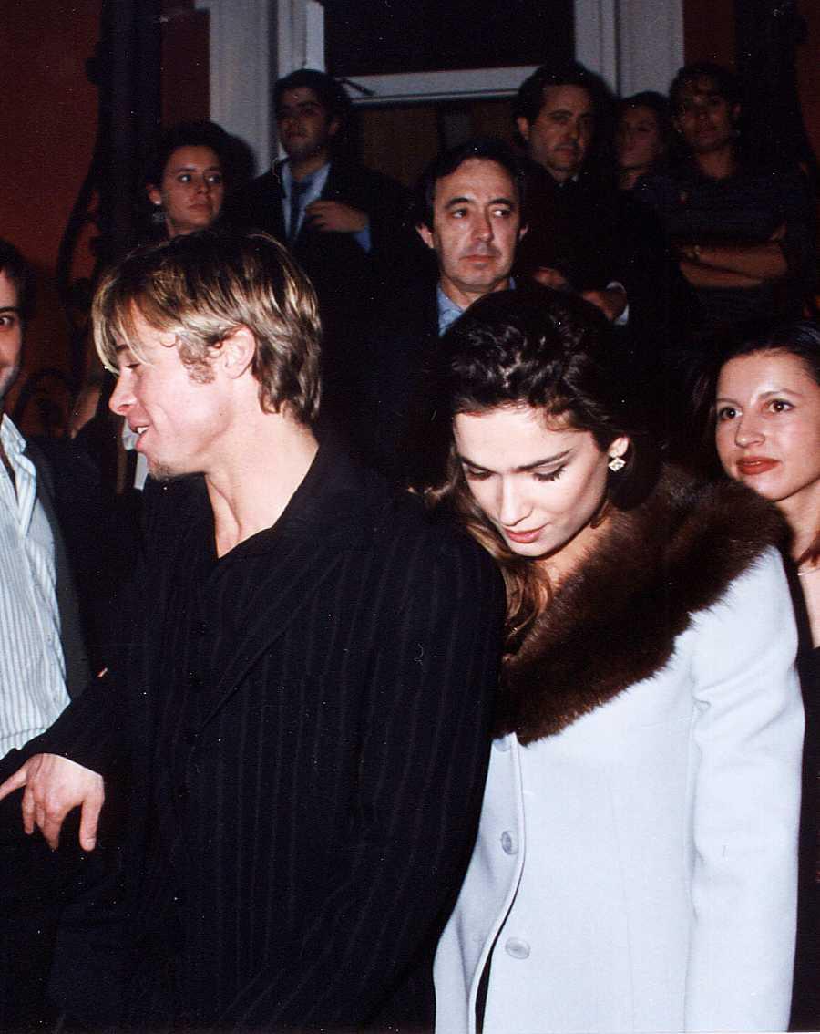 .Brad Pitt y Mar Saura en las calles de Madrid, saliendo de una discoteca en 1997