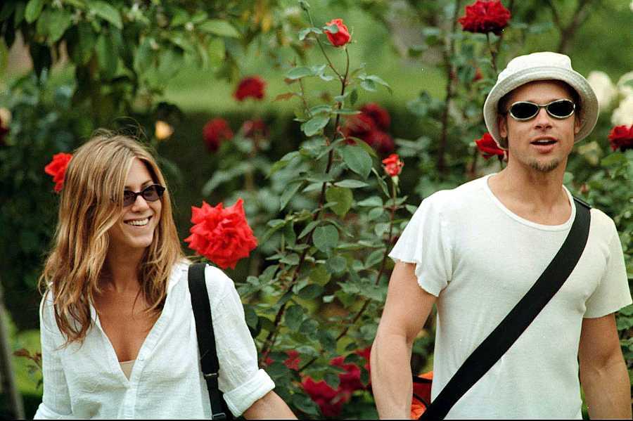 Jennifer Aniston y Brad Pitt en 1999 paseando por La Alhambra de Granada