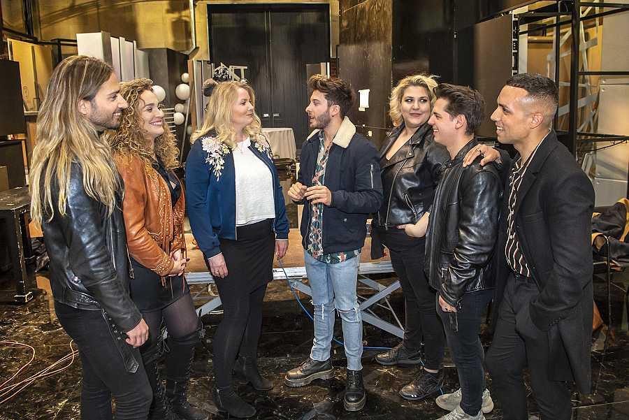 Nicoline Refsing con Blas y los miembros del coro