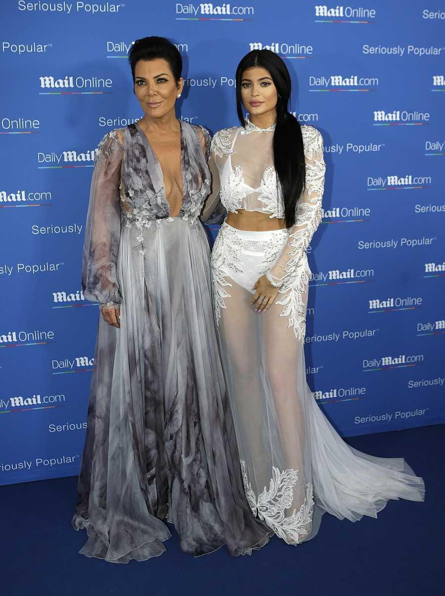 Kylie Jenner y su madre Kris Jenner en el Festival de Cannes en 2015.