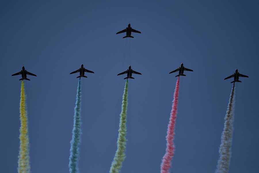El grupo de vuelo acrobático de las Fuerzas Aéreas de Autodefensa de Japón dibuja los anillos olímpicos