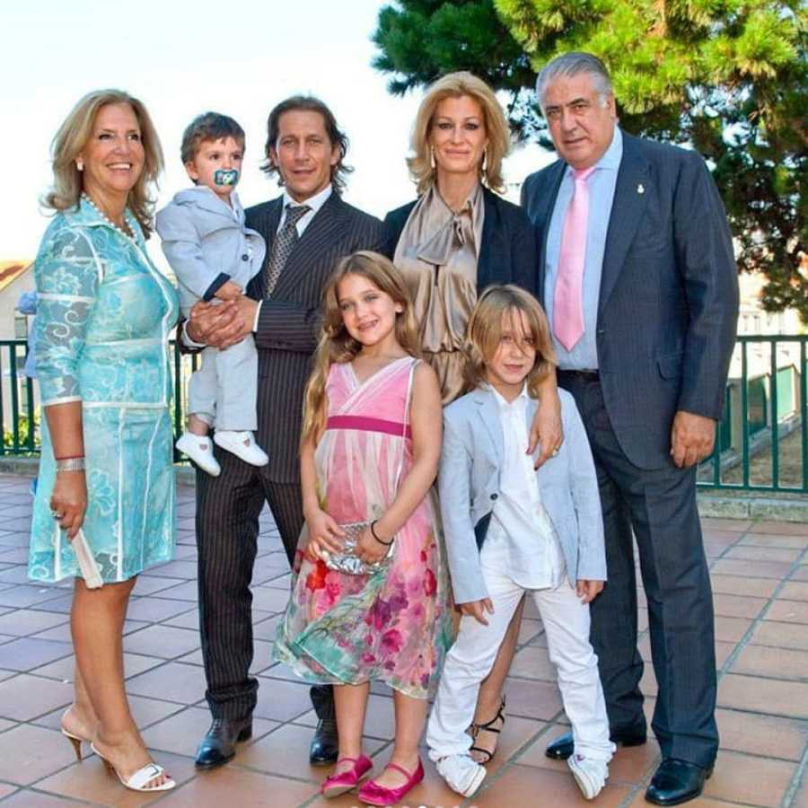 Michel Salgado con su mujer, con sus hijos y sus suegros