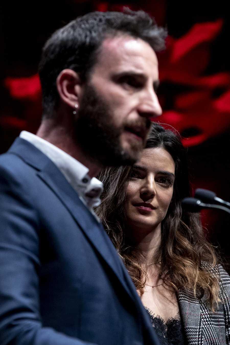 Dani Rovira y Clara Lago atienden a los medios en la entrega de premios de Save the children