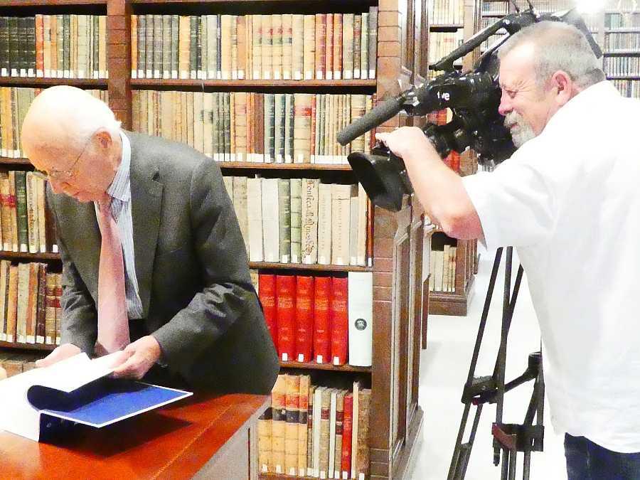 Emiio Lledó, durante la grabación del reportaje