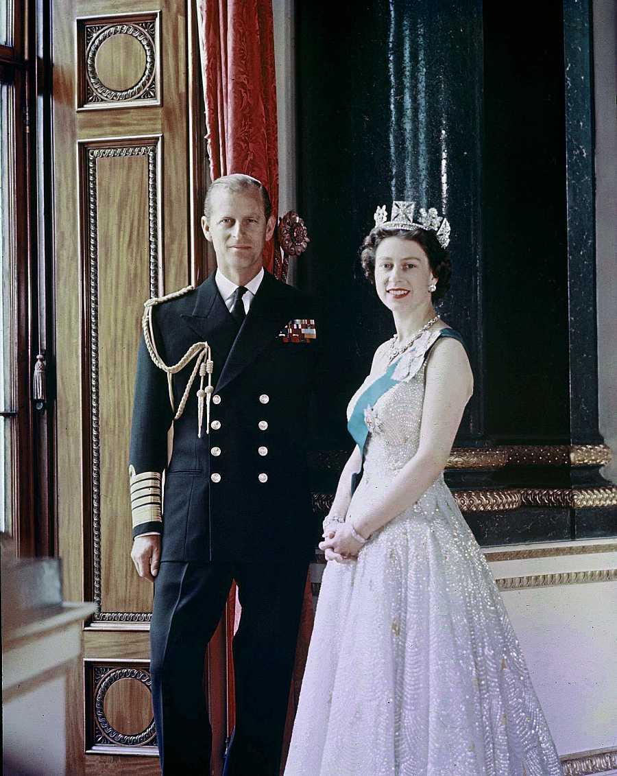 Felipe e Isabel en su palacio londinense