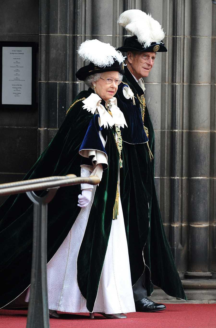 La reina Isabel y Felipe en Edimburgo en 2012