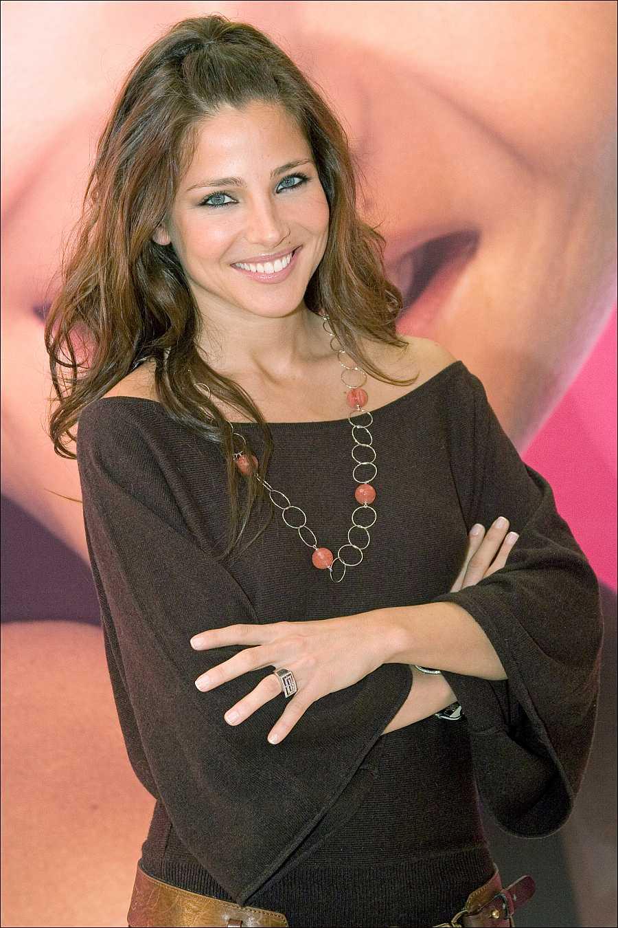 Elsa Paty sorprendió en 2005 con un color de pelo más oscuro