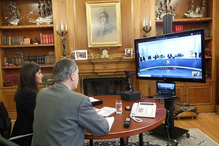 Videoconferencia de sus majestades los Reyes con Seat