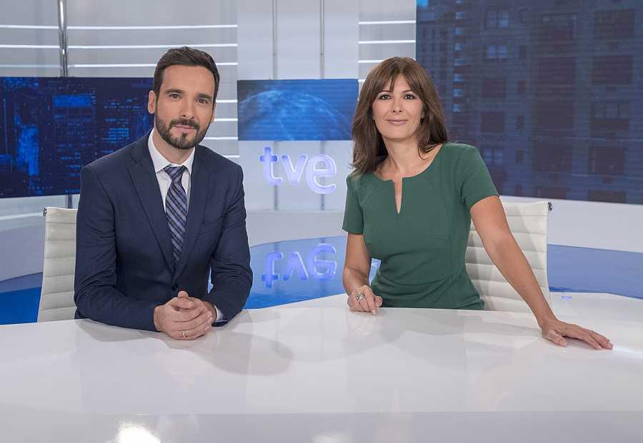 Telediario fin de semana, con Lluis Guilera y Lara Siscar