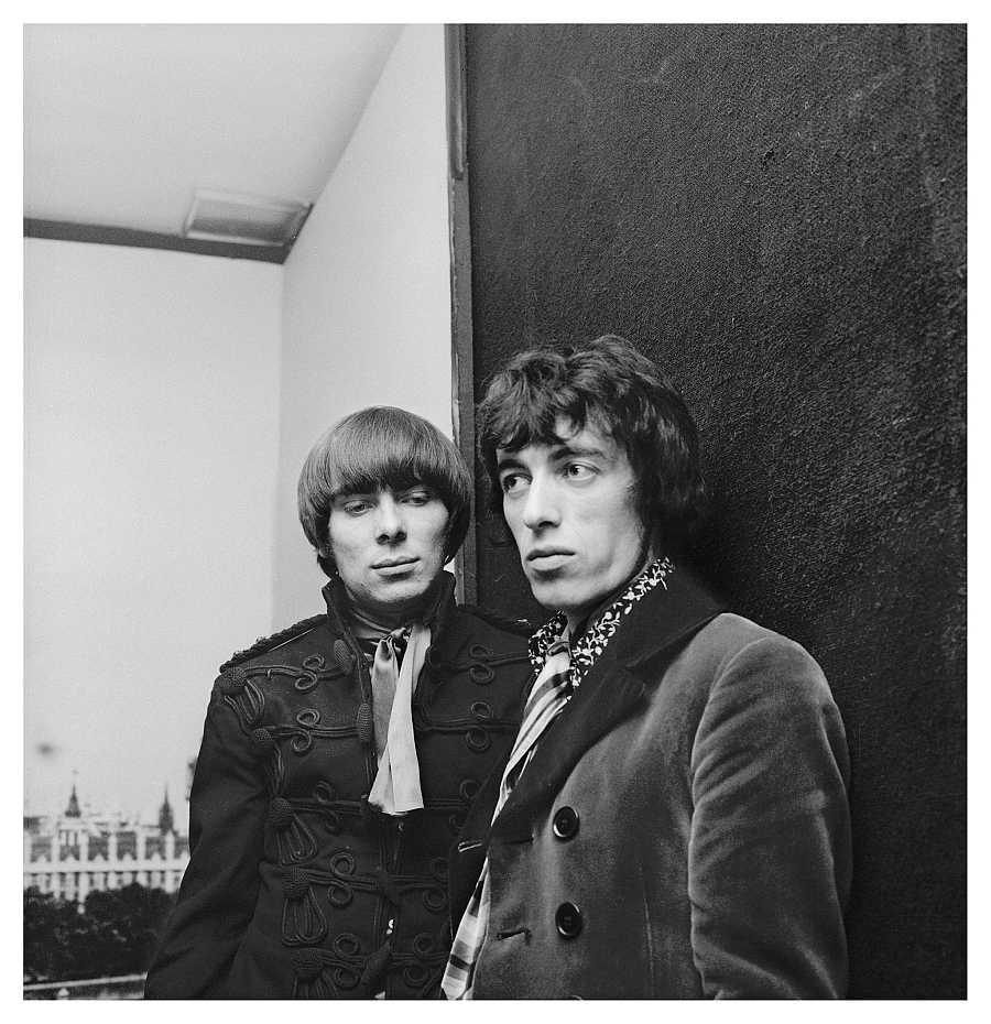 El productor Glyn Johns y Bill Wyman, de los Rolling Stones, en el atelier de Juanjo Rocafort en Madrid, en 1967.