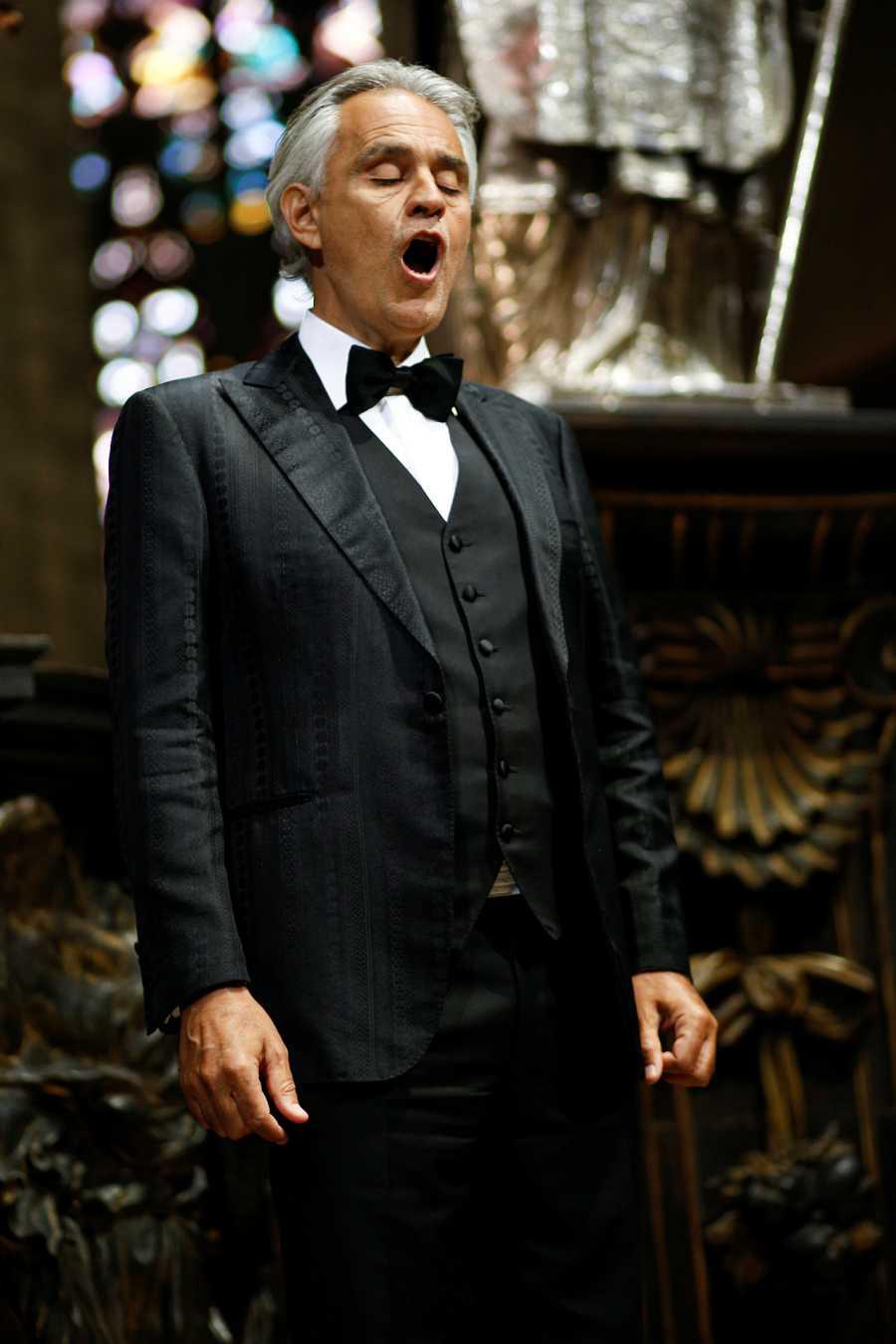 Andrea Bocelli en su concierto desde el Duomo de Milán