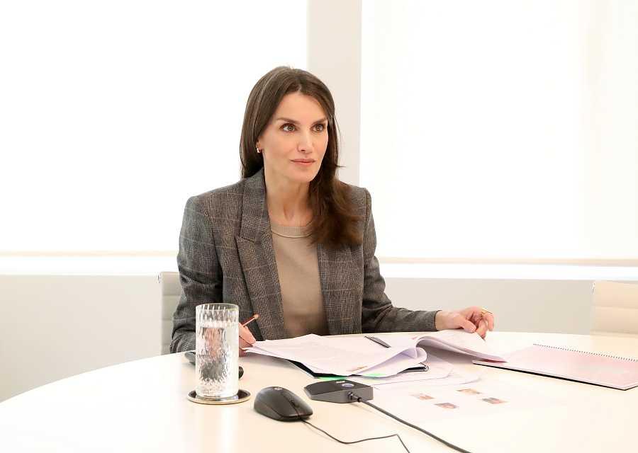 La reina Letizia en una videoconferencia con la Fundación Secretariado Gitano, el 8 de abril en Madrid