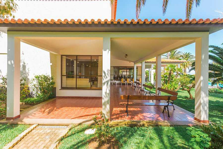La mansión de Ronaldo cuenta con porche, jardín y piscina