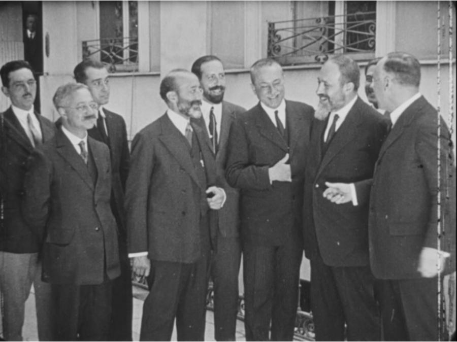 Ramón Menéndez Pidal con investigadores del Centro de Estudios Históricos