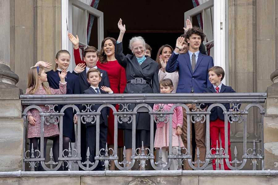 La reina Margarita con sus nietos