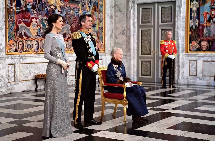 La reina Margarita con Federico y Mary en Christianborg