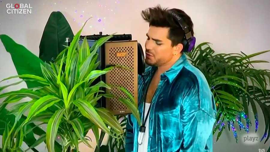 Adam Lambert, el cantante que se popularizase en el programa American Idol, emociona con una balada desde su casa