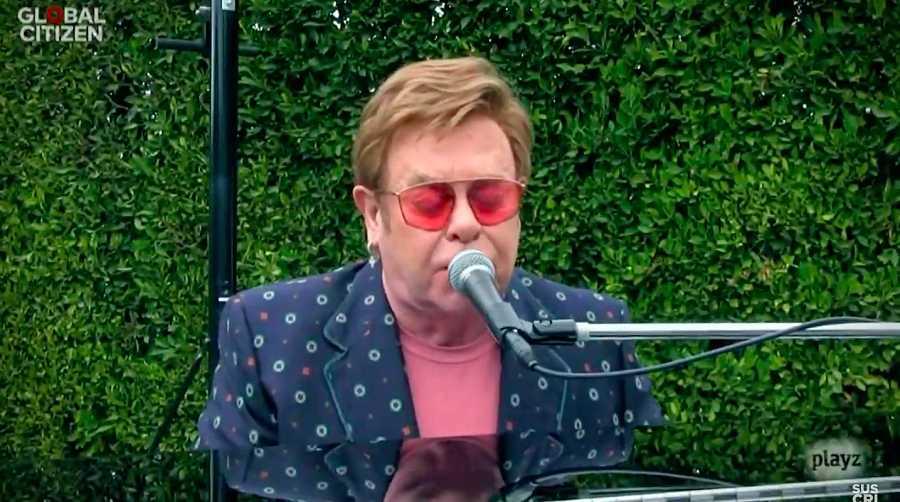 Elton John envía un mensaje de resiliencia con