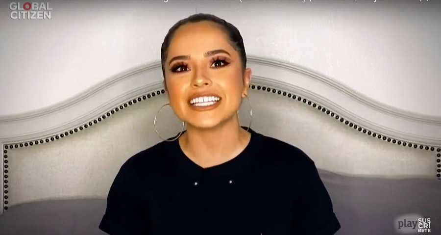Becky G, una de las presentadoras del pre-show