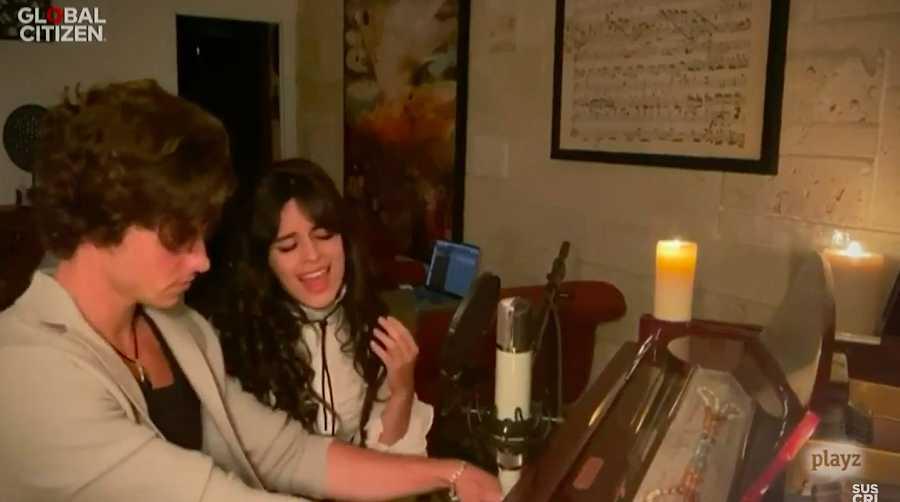 Camila Cabello y Shawn Mendes versionan a Louis Armstrong en el festival