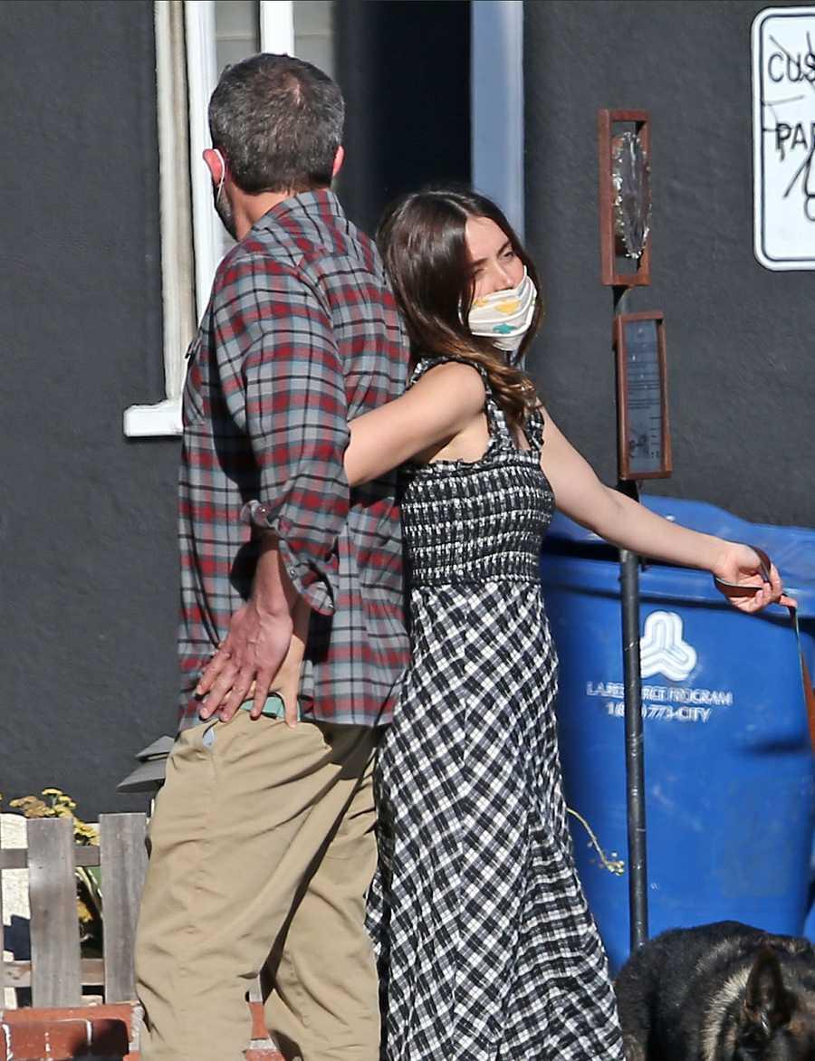 Ben Affleck y Ana De Armas, de paseo por Los Ángeles