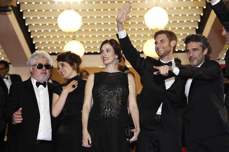 El equipo de 'Relatos salvajes' durante su proyección en la 67ª edición del Festival de Cannes