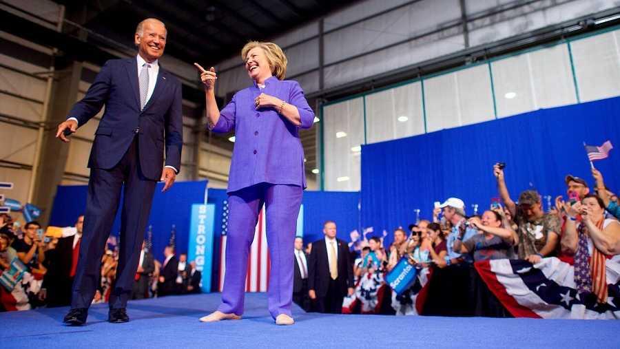 Joe Biden y Hillary Clinton durante un mitin en 2016