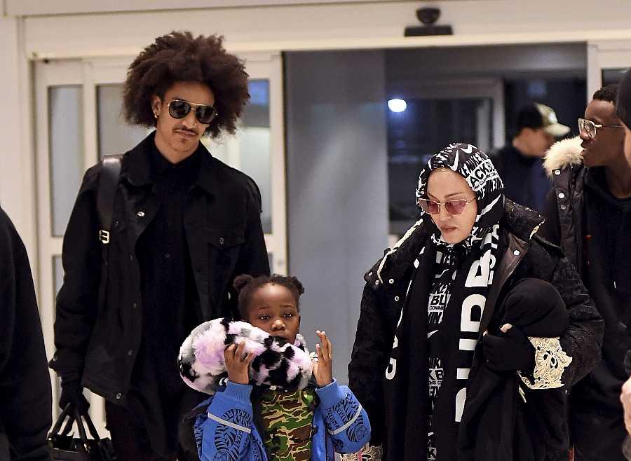 Madonna, su joven novio y su hija Mercy James las pasadas Navidades