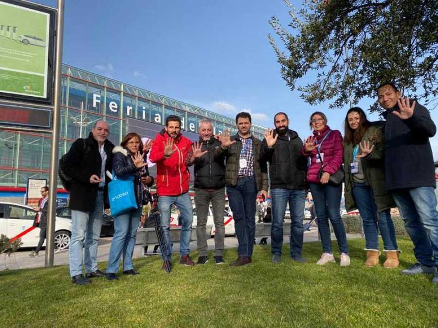 Equipo de profesionales de RTVE en la cobertura 5G de la feria Fitur en Madrid.