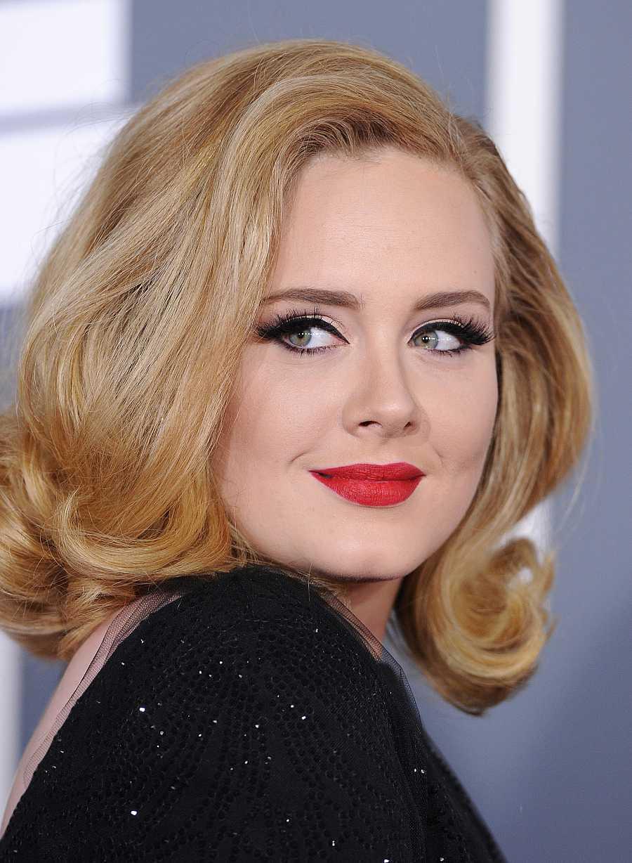 Adele en la entrega de los Premios Grammy hace 8 años, en 2012