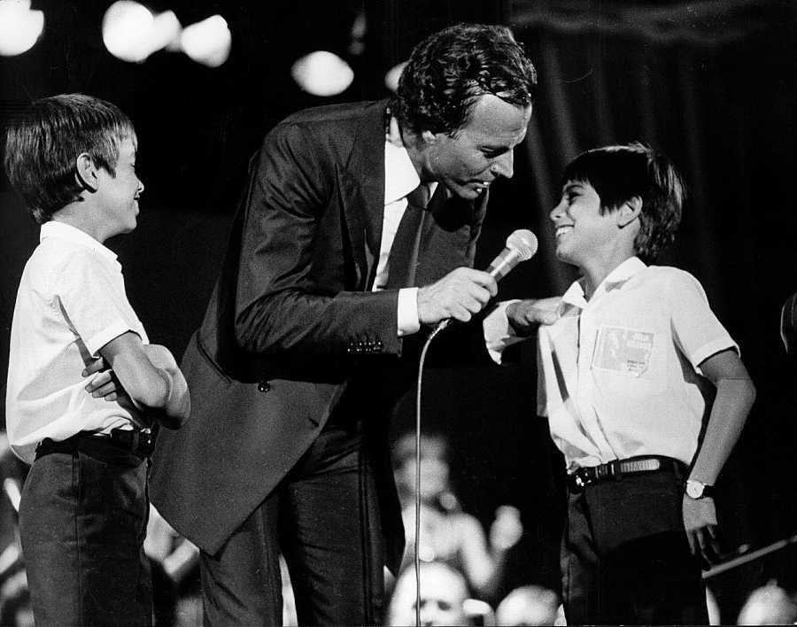 Enrique Iglesias y Julio José Iglesias Preysler junto a su padre, Julio Iglesias