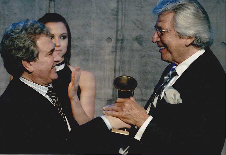 Manuel Alejandro recibió el Premio de Honor de la Academia de la Música en 2008