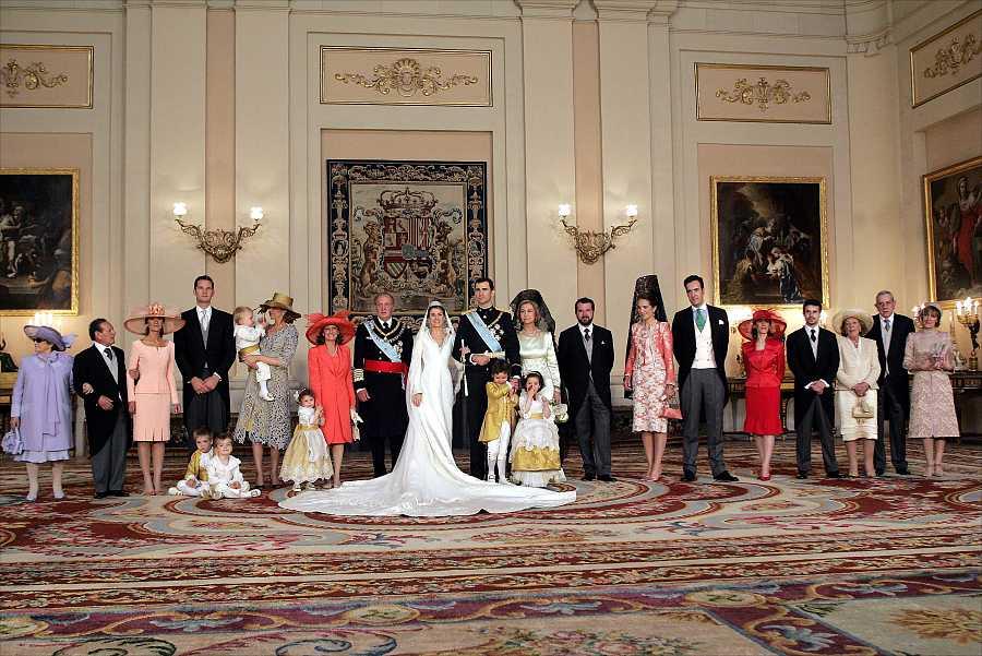 Posado dentro del Palacio Real el día de la boda de los Príncipes de Asturias, 22 de mayo de 2004