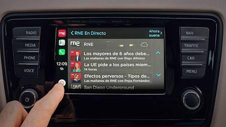Imagen de la aplicación RNE en un coche compatible con CarPlay.