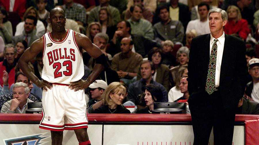 Imagen: Jerry Sloan, junto a Michael Jordan
