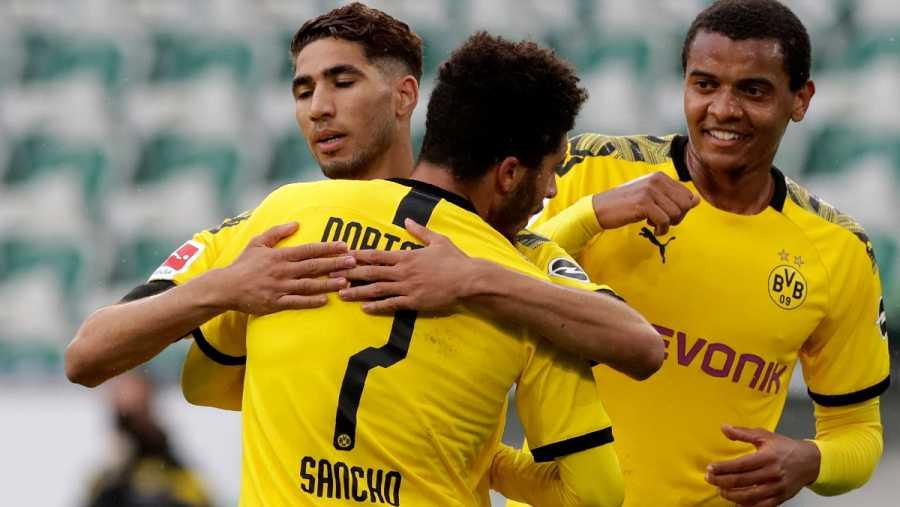 Imagen: Achraf abraza a su asistente en el gol, Jadon Sancho